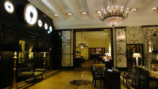 Esplanade Zagreb Hotel: フロント