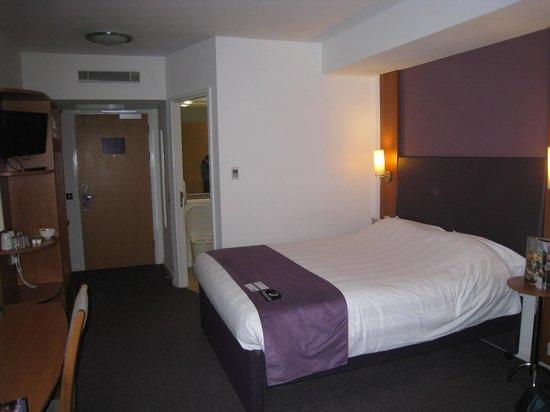 Premier Inn London Richmond Hotel : Spacious room
