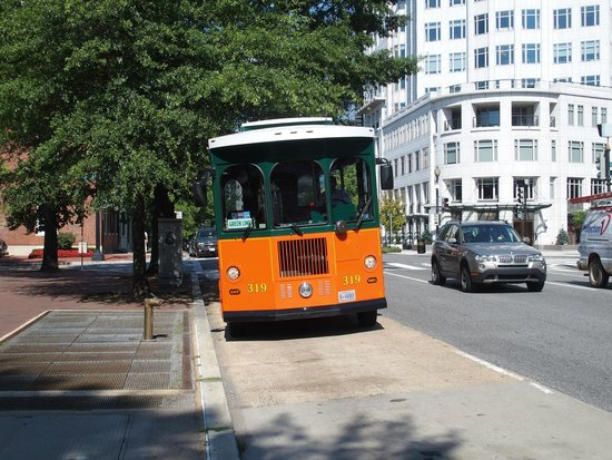 Old Town Trolley Tours of Washington DC : One of the trolleys arriving at a pick up point