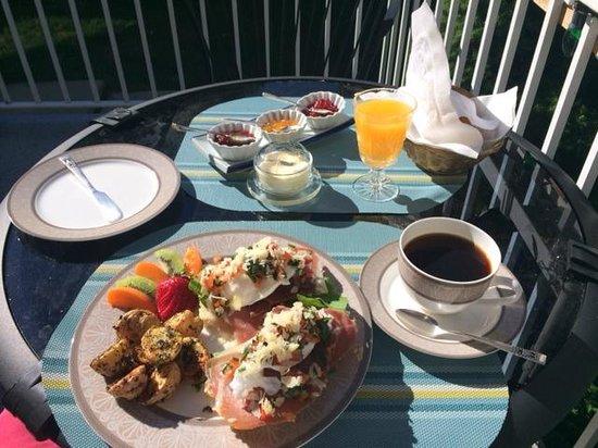 Ridgeview Gardens Bed and Breakfast: Amazing Breakfast!