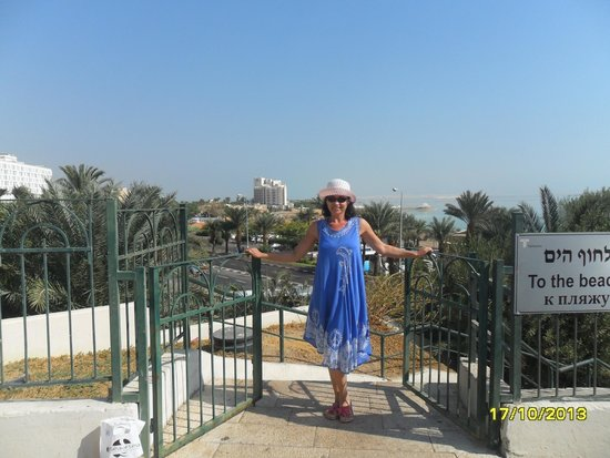 Daniel Dead Sea Hotel: выход к пляжу