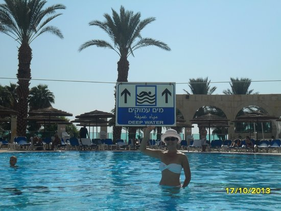 Daniel Dead Sea Hotel: бассейн