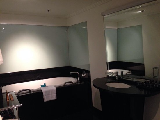 The Como Melbourne - MGallery by Sofitel: Bathroom