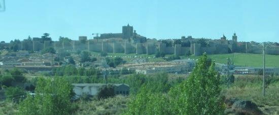 The Walls of Avila : Murallas medievales de Ávila desde bus