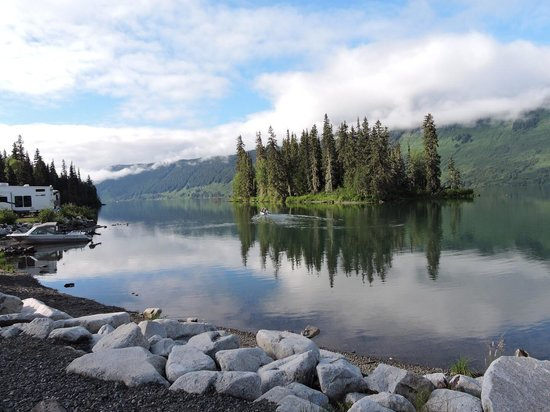 Peaceful morning - Picture of Meziadin Lake Provincial Park