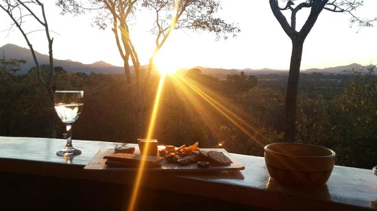 Musangano Lodge: Sun set from the porch