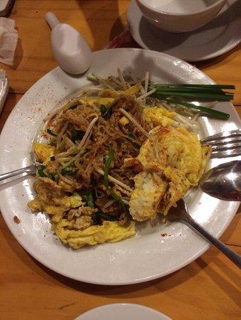 Jutamas Thai Restaurant: Real authentic PadThai we had in Thailand!
