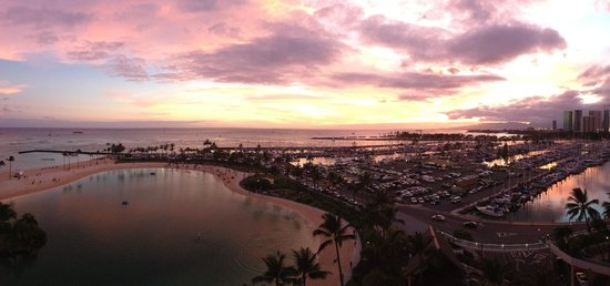 Hilton Grand Vacations at Hilton Hawaiian Village: View from our balcony - Room 1067