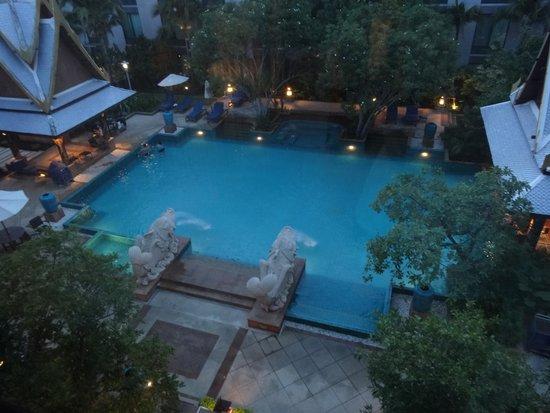 Novotel Bangkok Suvarnabhumi Airport: The hotel pool area