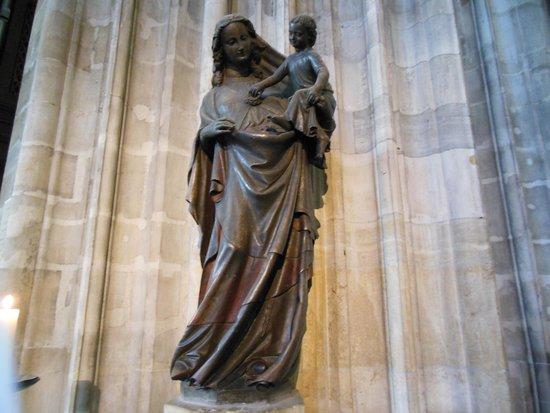 Stephansdom: 民衆のためのマリア像