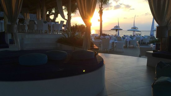 Spice Beach Club: Great sunset......