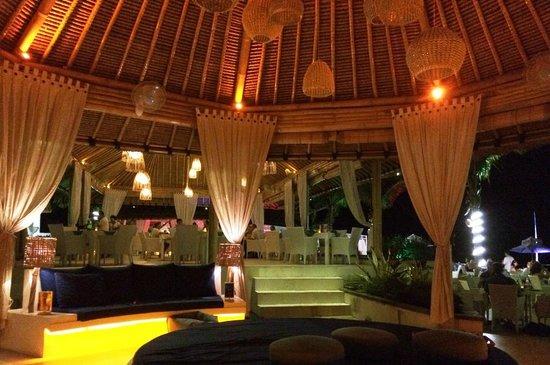 Spice Beach Club: Lounge area......