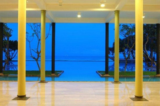 Heritance Ahungalla: Seamless Infinity Pool Connecting with the sea