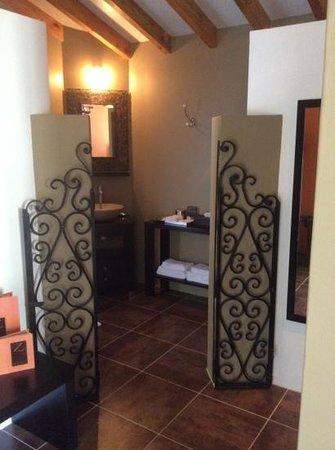 Hotel Troiz : bathroom