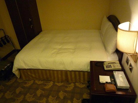 Green Peak Hotel: ベッド