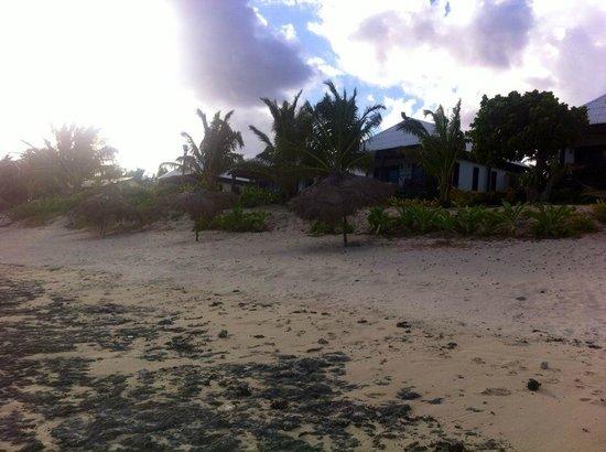 Namuka Bay Lagoon Resort: The beach