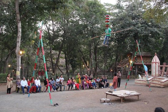 Chokhi Dhani: Dombari khel