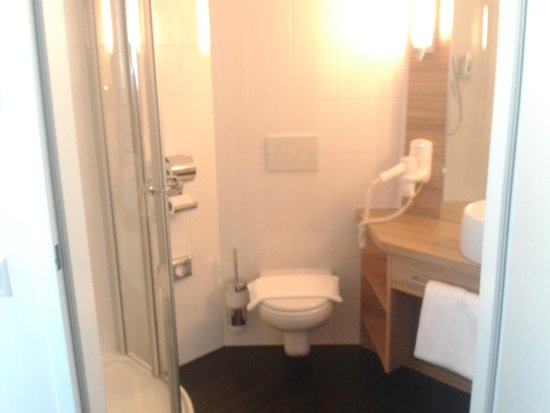 Star Inn Hotel Wien Schonbrunn, by Comfort: bathroom