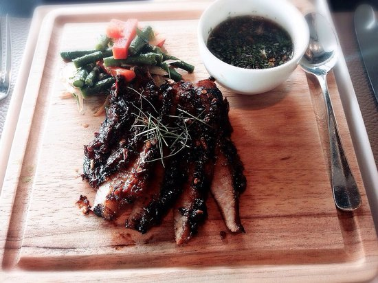 Café Gray Deluxe: Grilled pork neck with Thai sauce - amazing dish!