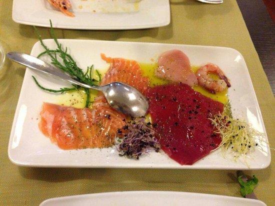 Ristorante Martinelli's: Crudo alle erbette di :salmone,  pesce spada, tonno rosso e gambero