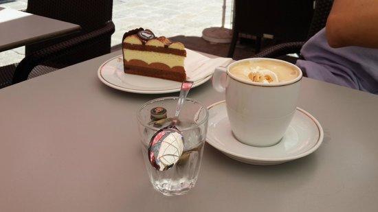 Cafe Mozart: Пирожные