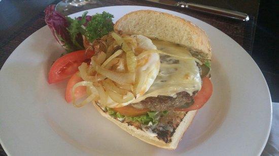 Kayumanis Nusa Dua Private Villa & Spa: Aussie beef burgers and chips