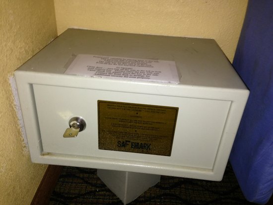 Holiday Inn Express Miami Airport Central-Miami Springs: Old safe with key