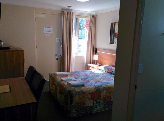3 Sisters Motel: Bedroom