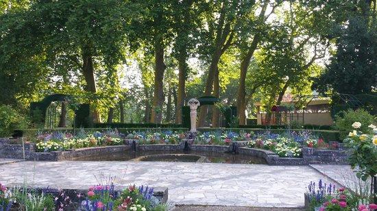 Foto de jardin des pr s fichaux bourges la p cheuse l for Le jardin des fleurs bourges