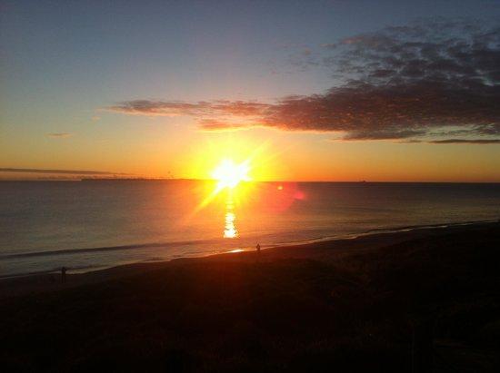 Papamoa Beach Resort: Sunrise in winter