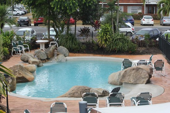 Cairns Queenslander Hotel and Apartments: One of the Hotel pools