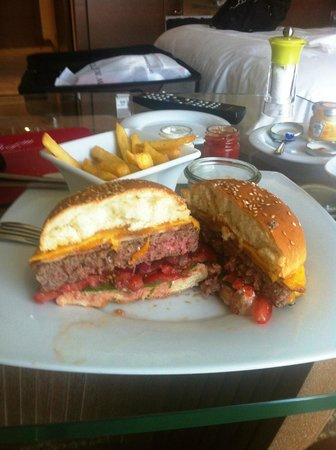 JW Marriott Absheron Baku: Wagyu Cheese & bacon Burger - the chips arrived nice even for Room Service!