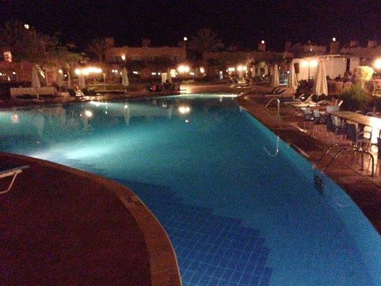 LTI Akassia Beach: Hotel at night