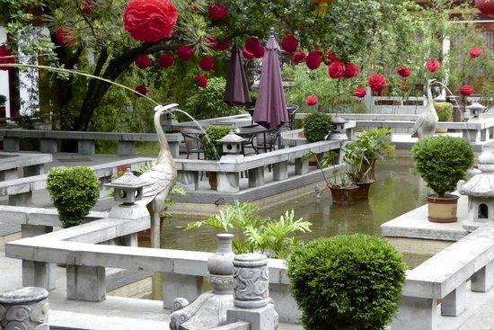 Tang Dynasty Art Garden Hotel: Water gardens