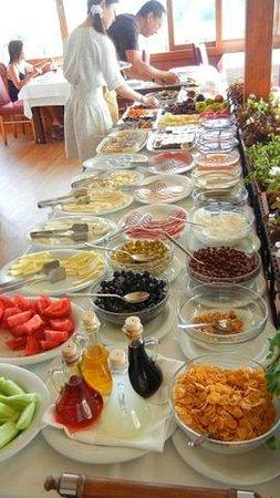 Seven Hills Hotel: breakfast!