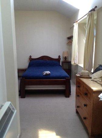 Castle Keep North : Castle Cottage - comfortable bedroom