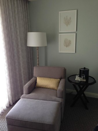 Loews Coronado Bay Resort: Bedroom Sitting area