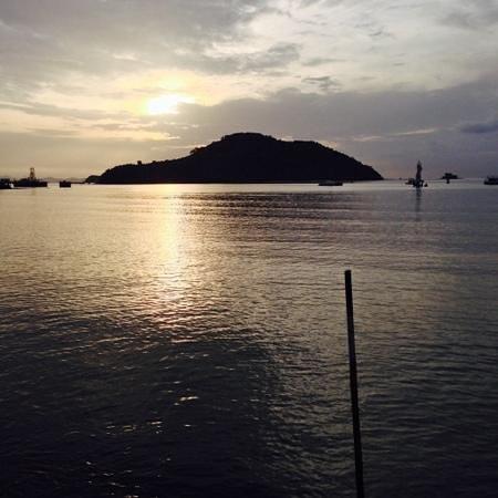 Phuket Boat Quay Boutique Guesthouse: sunrise from pool