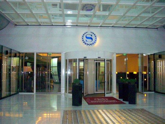 Sheraton Paris Airport Hotel & Conference Centre : entrance