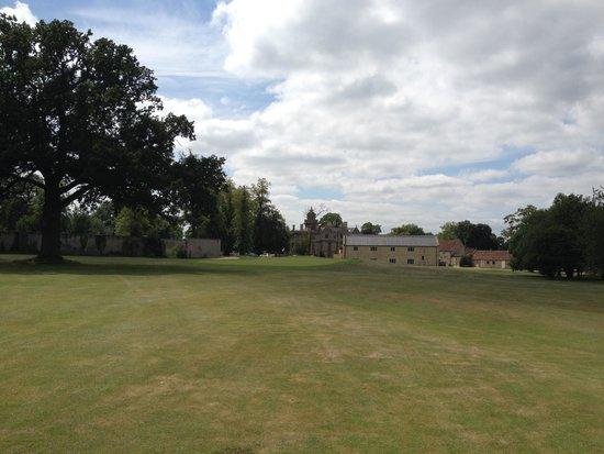 Tracy Park Golf & Country Hotel: Golfplatz 18. Loch mit Hotel im Hintergrund
