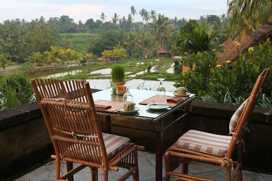 Wapa di Ume Resort and Spa: Wapa di Umi restaurant overlooking rice paddies and surrounding district