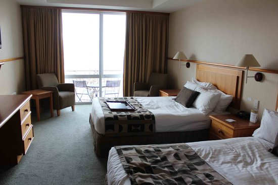 Rydges Lakeland Resort Hotel Queenstown : Saggy beds, starchy sheets and horrible pillows