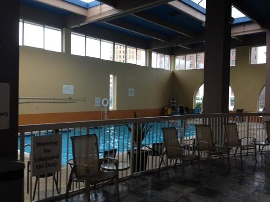 The Holiday Inn Niagara Falls: pool area