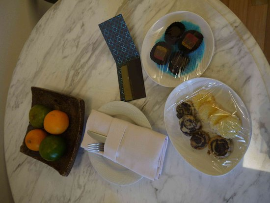 The Danna Langkawi: Complimentary fruit & cookies
