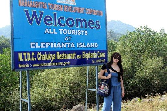 Elephanta Caves: на пирсе острова Элефанта
