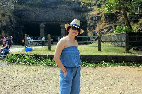 Elephanta Caves : у входа в пещеры