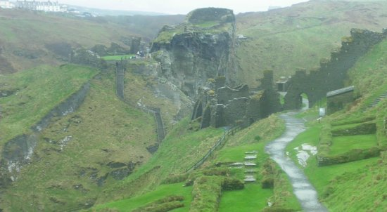 Tintagel Castle: Looking across from the island back to the mainland