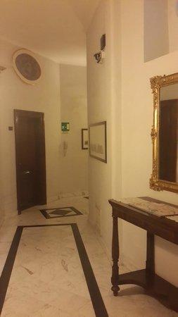 Hotel Primavera: Корридор на этаже
