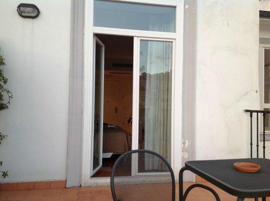 Hotel Piazza Bellini : Blick von der Terrasse Richtung Zimmer