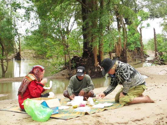 Cambodian Pride Tours - Day Tours: Another picnic in Ramsar Wetlands during Cambodia winter time 2013